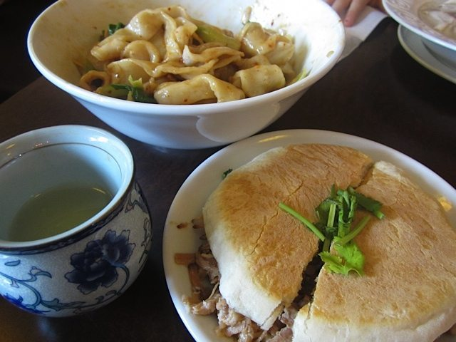 WEEKLY LUNCH PICK: Who knew? Discovering the Chinese hamburger at Rice Pea Chinese Restaurant