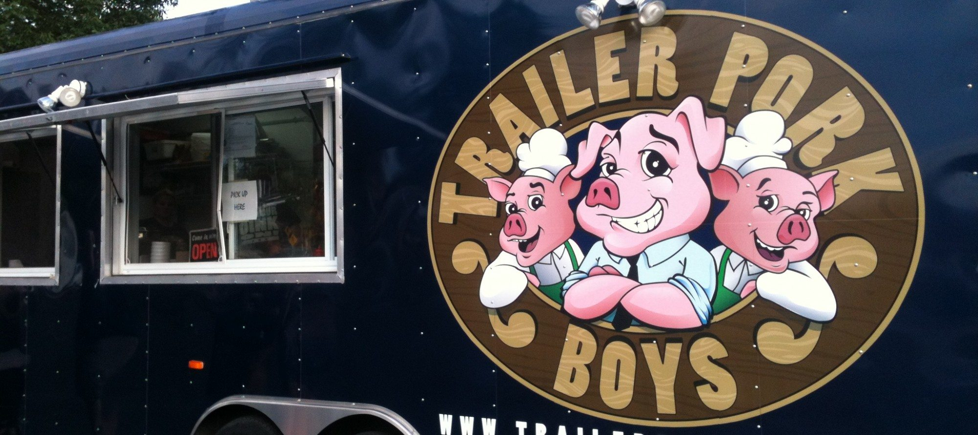 WEEKLY LUNCH PICK: Trailer Pork Boys' pulled pork — a picnic in a parking lot