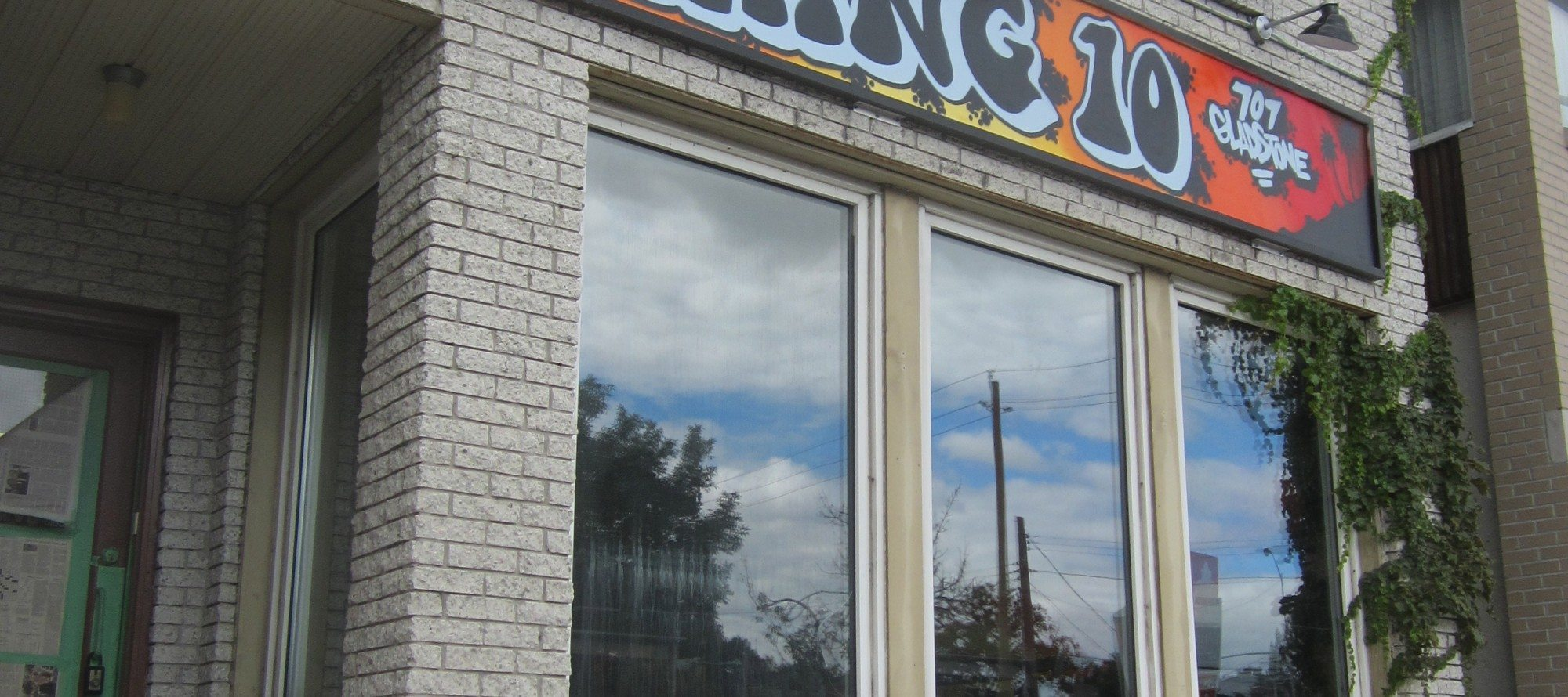 OPENING: TacoLot sets up sister shop on Gladstone Avenue as HANG 10, Cool California Cuisine