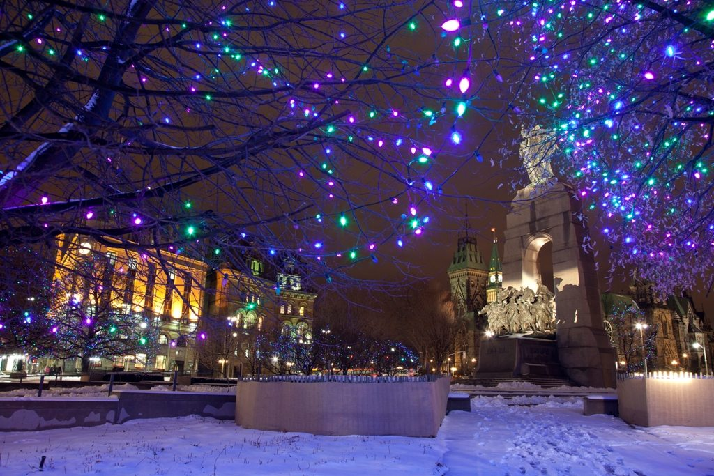 WEEKENDER: Christmas Lights Across Canada, The Story of Holly & Ivy, and a couple non-holiday-themed outings