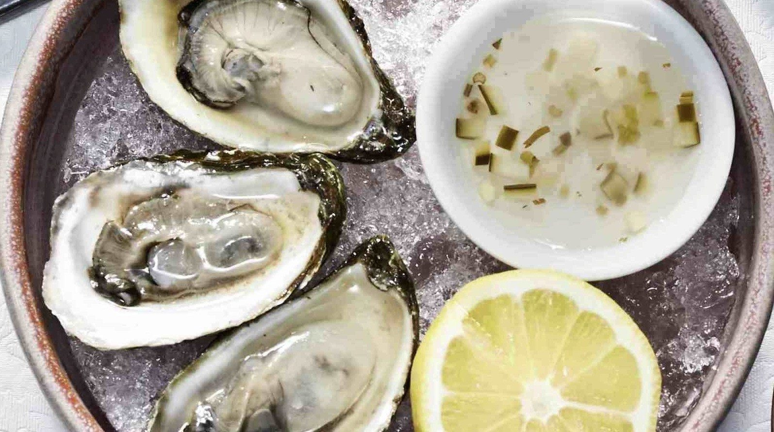 SPOTLIGHT: A visit to Restaurant E18hteen's raw bar
