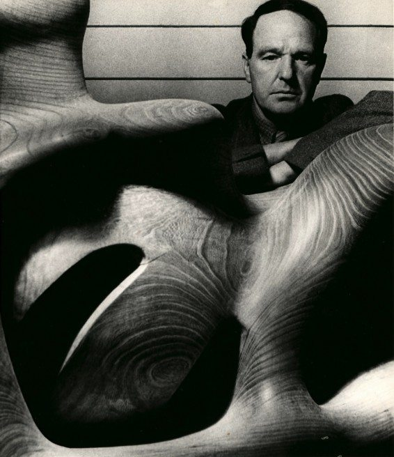 Bill Brandt Henry Moore in his Studio at Much Hadham, Hertfordshire 1940 Gelatin Silver Print 22.8 x 19.6 cm © The Bill Brandt Archive, London / Courtesy Edwynn Houk Gallery, New York / Zürich