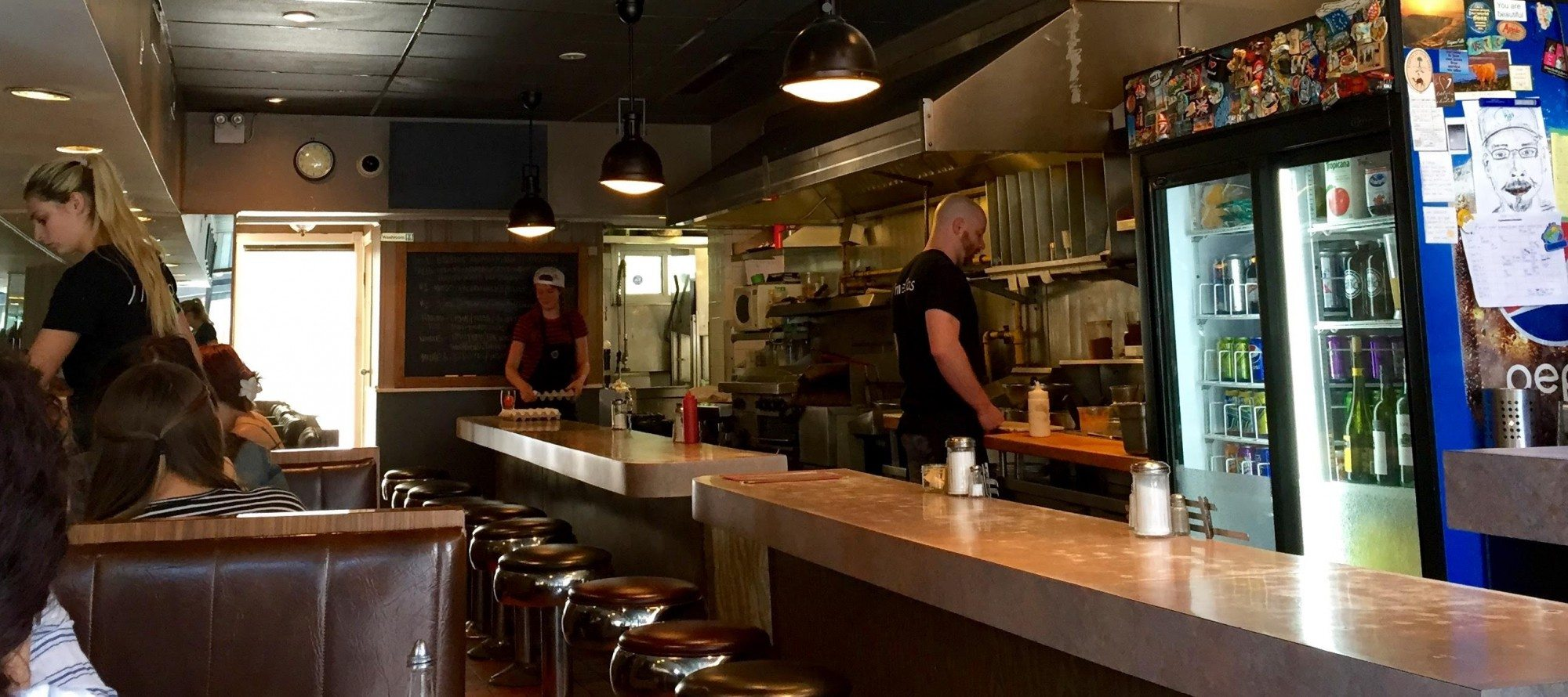 DESBRISAY DINES: Lunch at Mellos — still the same, but with better food