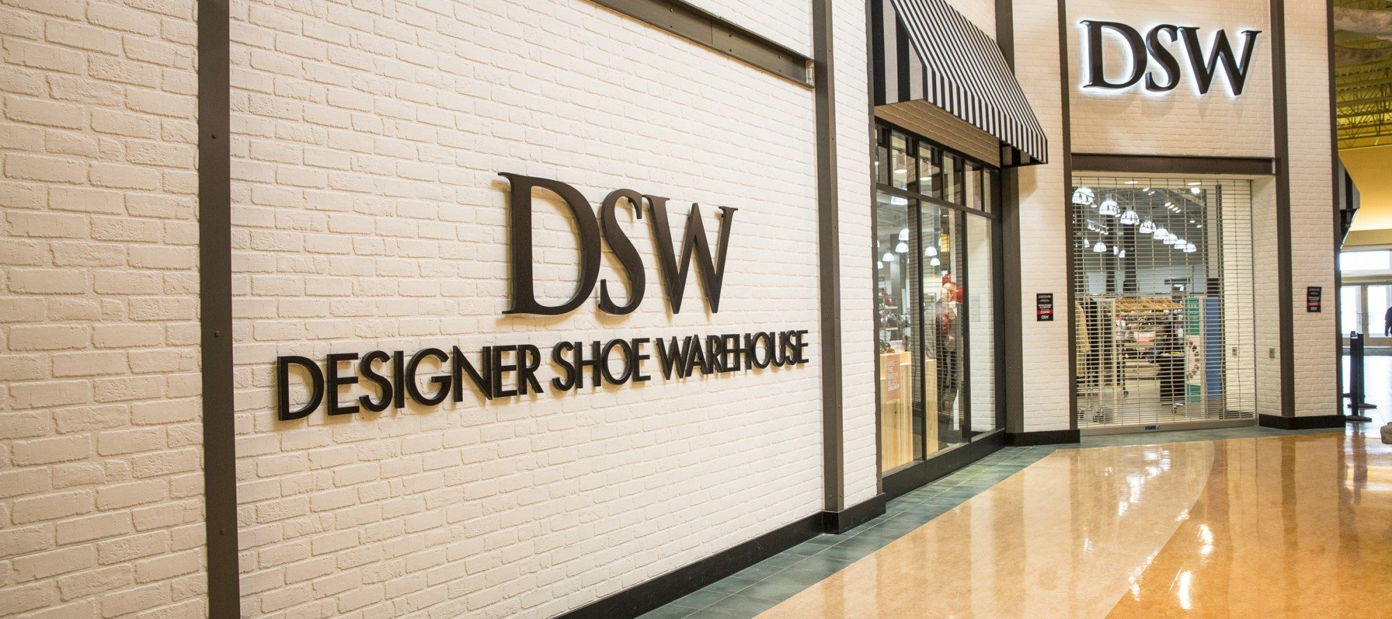 High (heel) alert—Town Shoes Limited announces DSW Designer Shoe Warehouse provincial expansion in 2016 (and YES! We're getting one!)