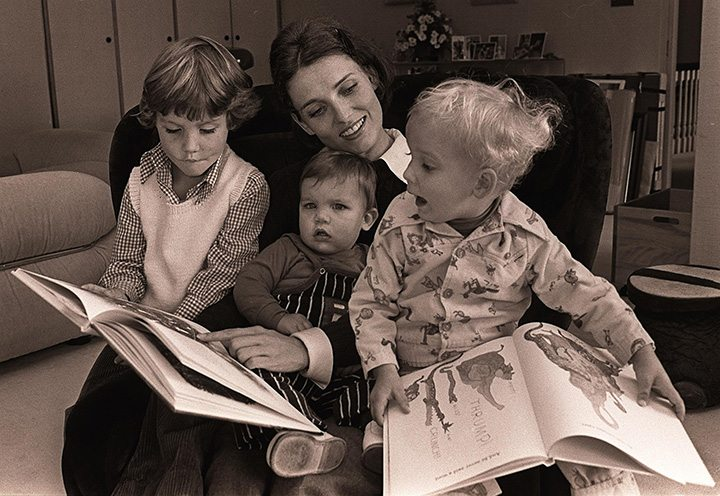 Sept 76: Margaret Trudeau reads to the children, Sept. 76: (l-r)Justin,MIchel,Sacha at 24 Sussex Dr. mandatory credit photo by Rod MacIvor, one time use only..Ottawa Magazine: one time use..web page only..no sales/no reprints
