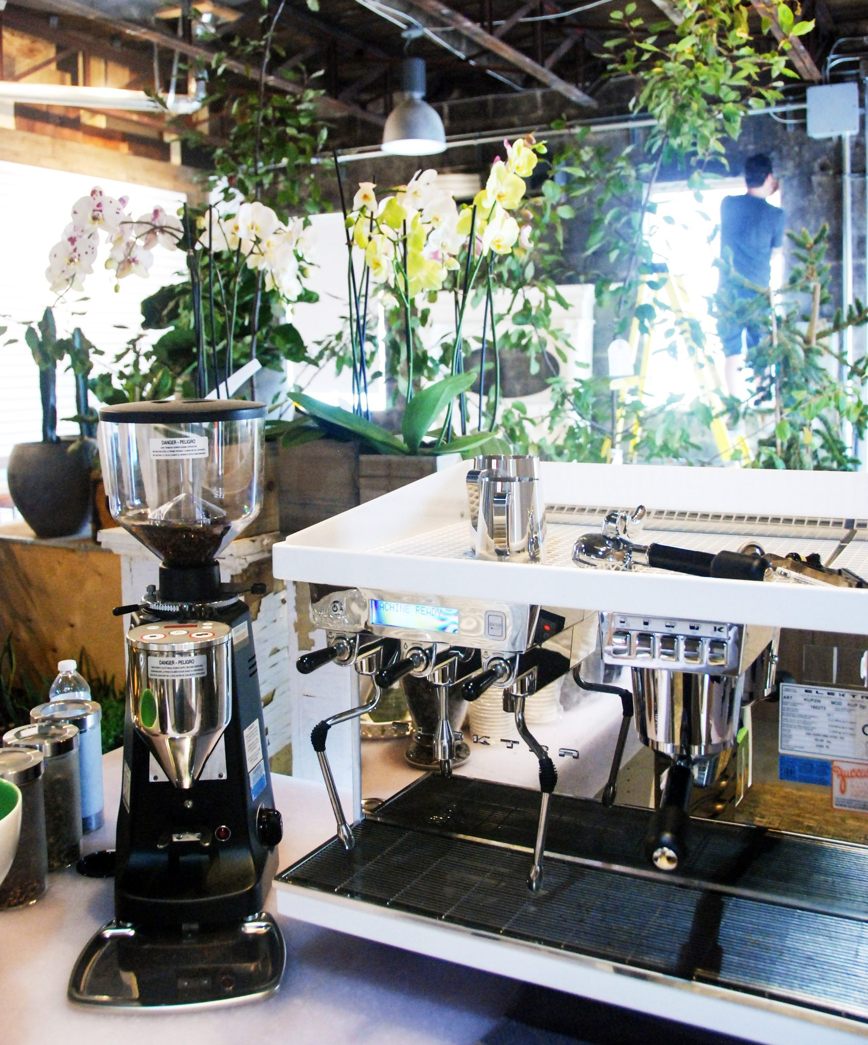 Elektra-Espresso-machine-all-ready-at-Blumenstudio-café-+-floral-west. Photo: Katie Shapiro