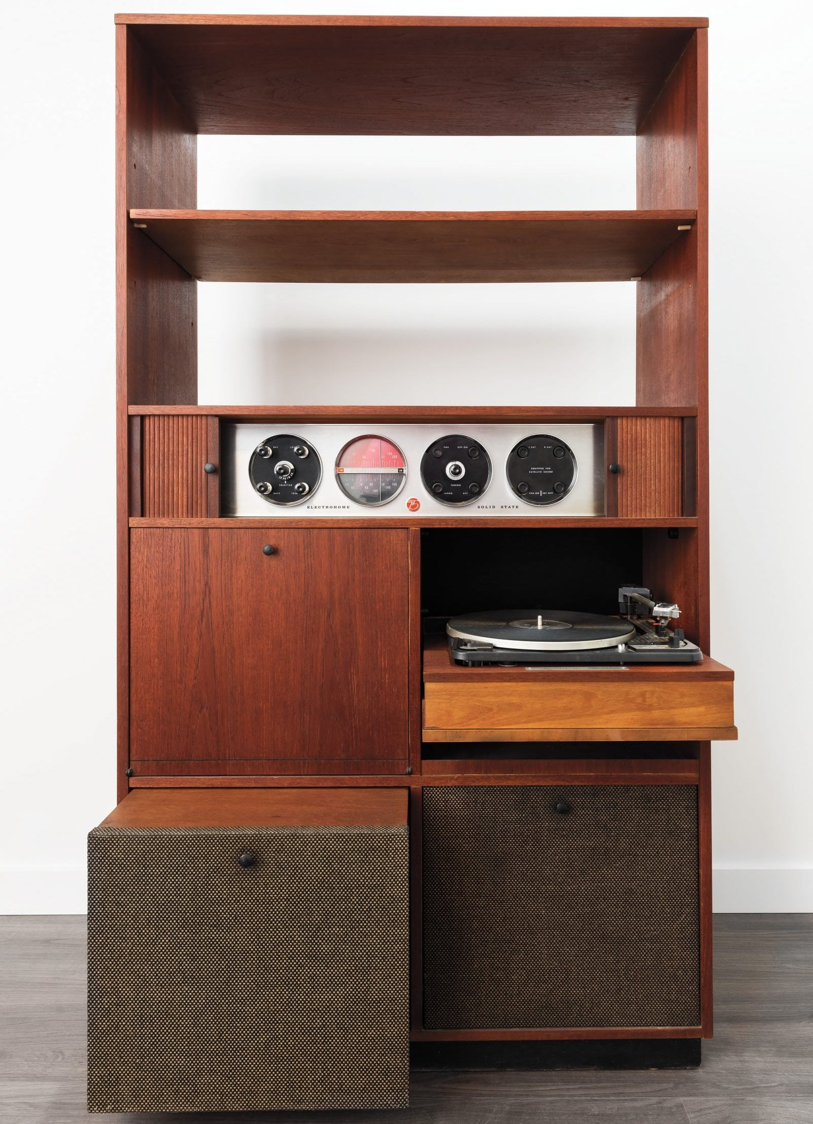 Restored by Mario Scaffardi, the Electrohome Circa 75 Model 702 stereo and its Deilcraft cabinet were both manufactured in Kitchener, Ontario. Photo: Marc Fowler
