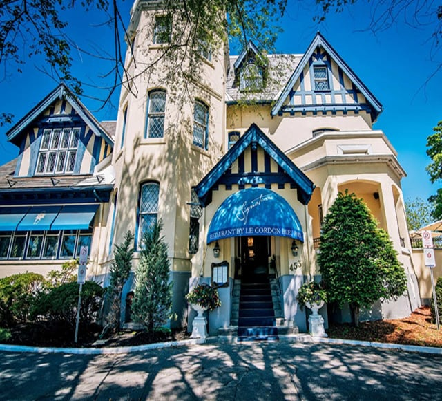 Le Cordon Bleu in Ottawa. Housed inside a beautiful heritage building located in a historic neighbourhood, it is the only Cordon Bleu in North America